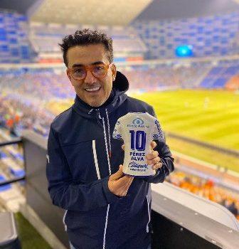 Reconocimiento Poblano Distinguido al Doctor Juan Carlos Pérez Alva en el Estadio Cuauhtémoc