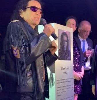 Develan placa en honor a Alex Lora, en la Alcaldía Benito Juárez en la CDMX.