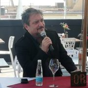 """-Raúl Ornelas llega a Puebla con su concierto """"El mismo que viste y canta""""."""